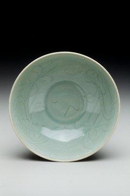 bowl ; hemispherical, with shallow ringed foot; interior incised underglaze of lotus flowers; sea green glaze, celadon