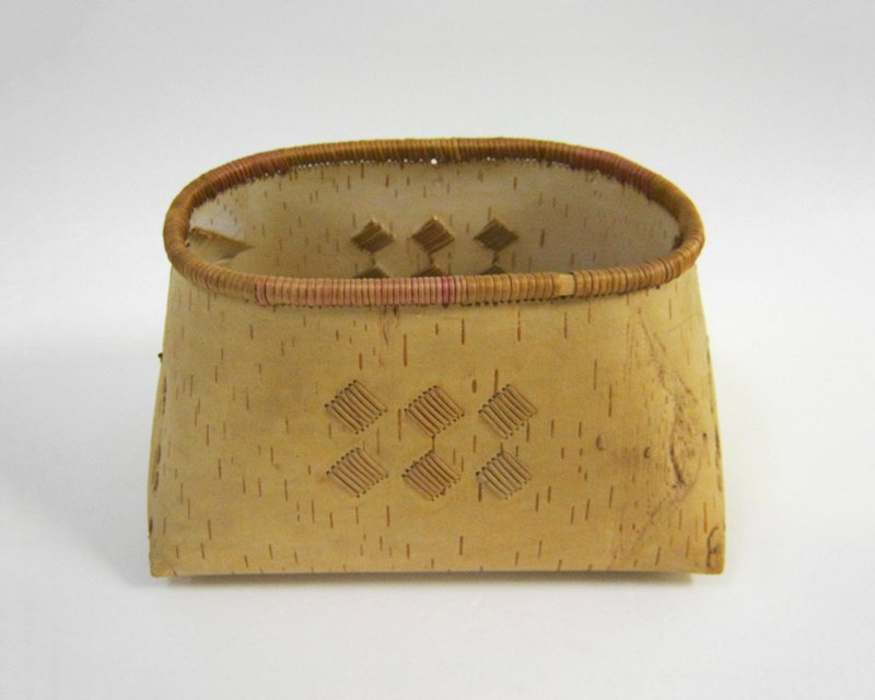 rectangular base, tapering upward to ovoid mouth; six diamond-shaped stitched elements on each side; tan and light brown