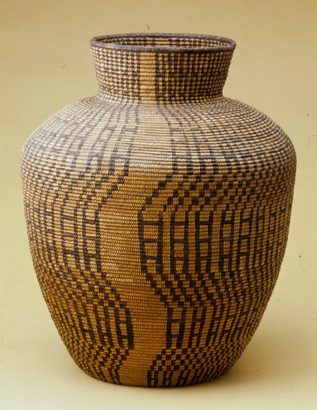 Olla form with geometric design